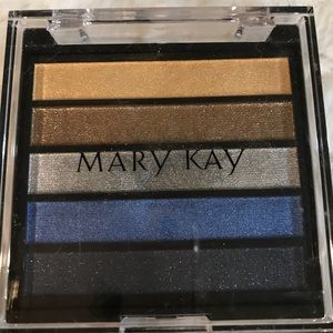 ✅Eyeshadow palette by Mary Kay